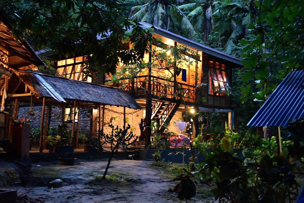 03 Wirtschaftshaus und Küche des Pulisan Resorts - hier entsteht unglaublich leckeres Essen