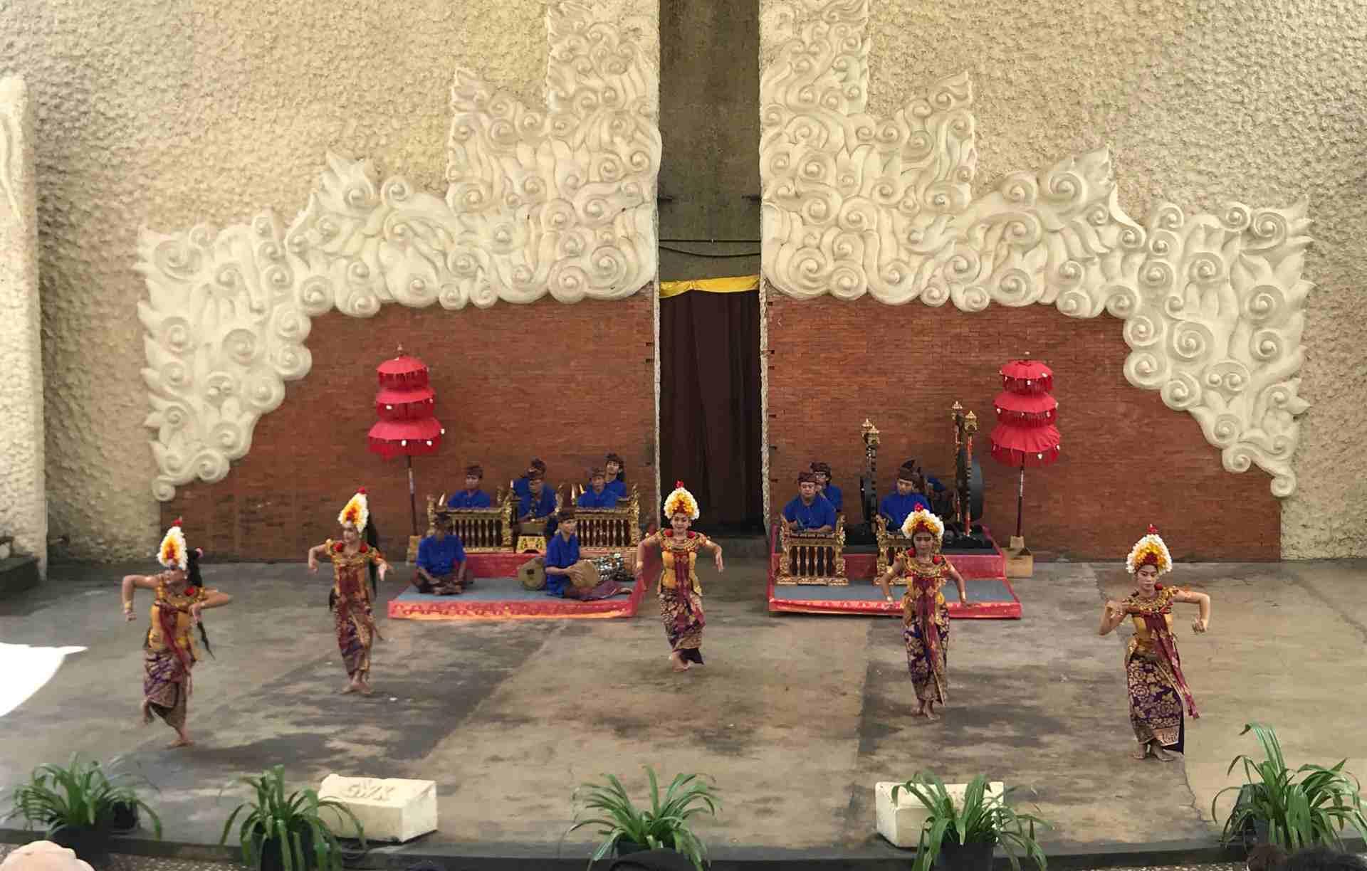 11-auffuehrung-im-kulturpark-garuda-wisnu-kencana