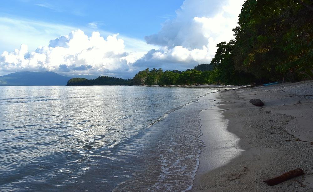 12 Entspannt den Morgen beginnen - einfach am Resort-Strand spazieren gehen oder relaxen