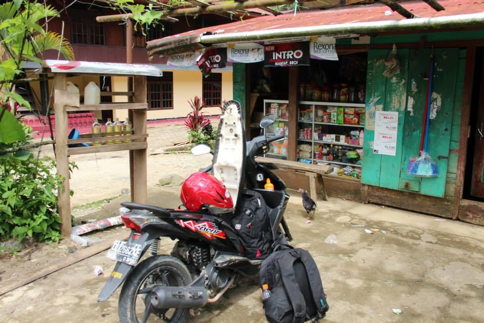 Benzin gibt es an jeder Ecke in Indonesien