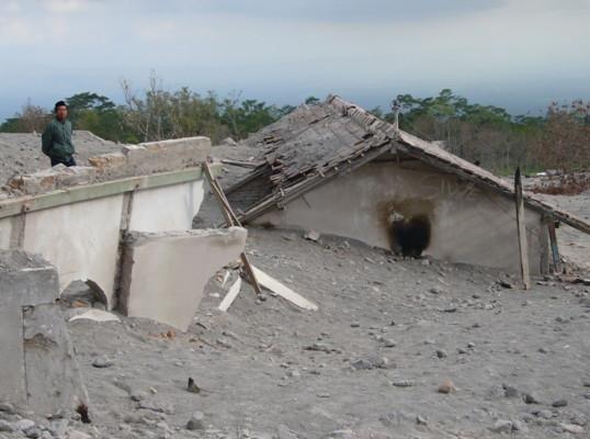 zu Frage 7 - auf dem Vulkan Merapi_k