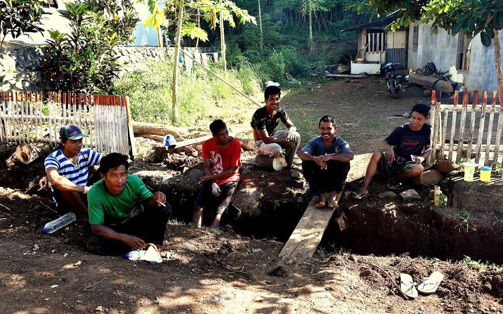 25 Endlich Pause - Straßenarbeiten in Kinunang