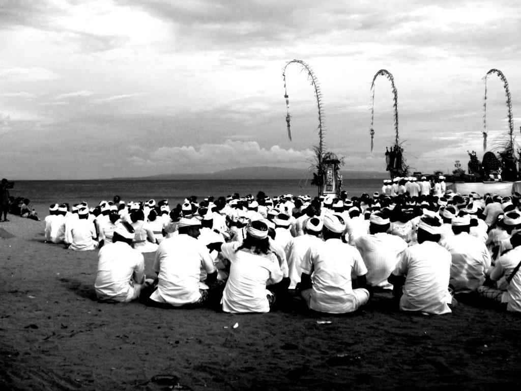 Zeremonie am Strand in Sanur