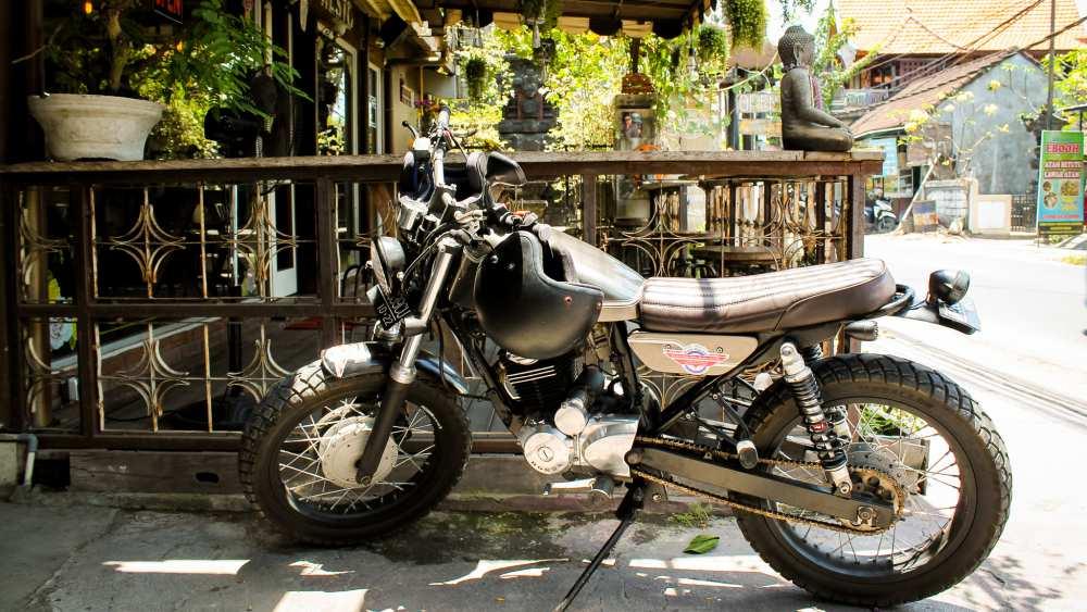 tipps zum motorrad custom bike mieten und fahren auf bali indojunkie. Black Bedroom Furniture Sets. Home Design Ideas