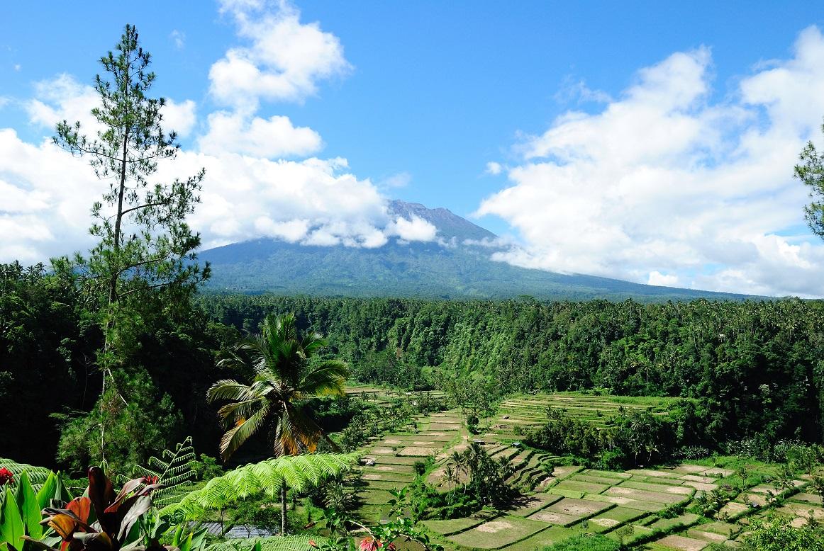 3-gunung-agung-wolken