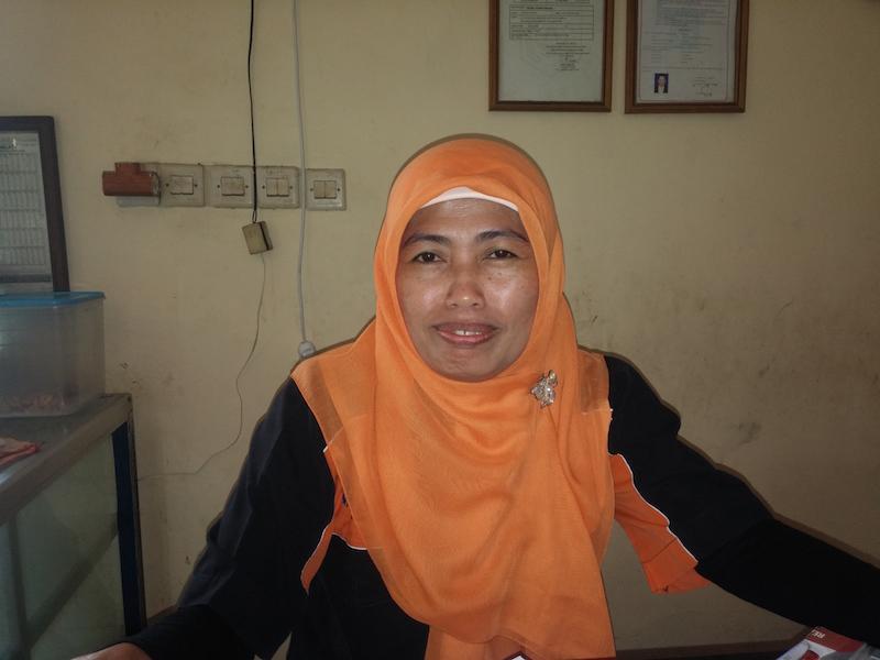 3. Warung Assano in Mataram - die süße Ibu an der Kasse