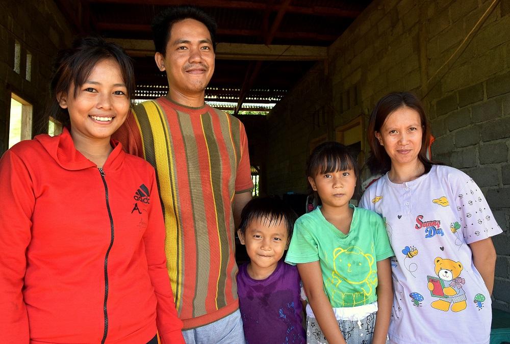 34 Gloria stellt uns ihren Bruder John und seine Familie vor
