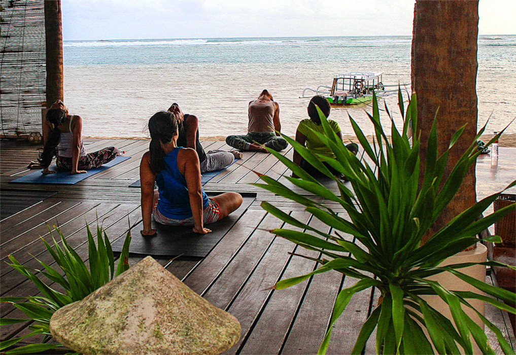 4 Wochen Indonesien Rundreise - Gentle Flow Yoga am Novotel Beach