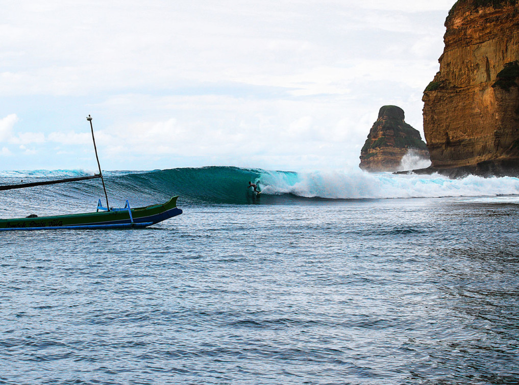 4 Wochen Indonesien Rundreise - Surfing outside Gerupuk