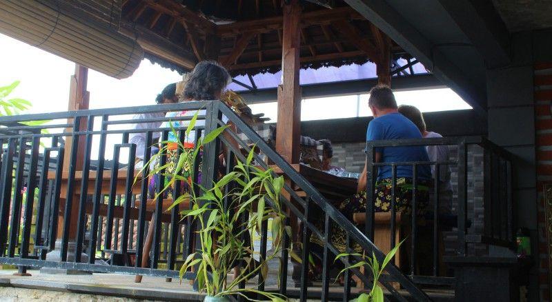 5_Palmblattlesung_in_Bali