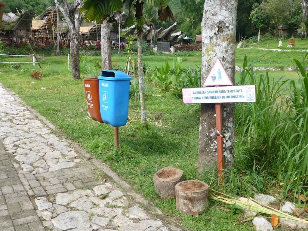Abfallbehältnisse (Sulawesi) Kopie
