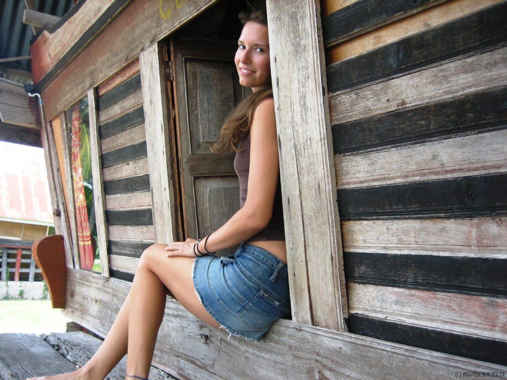 Anja Korr in einem Batakhaus
