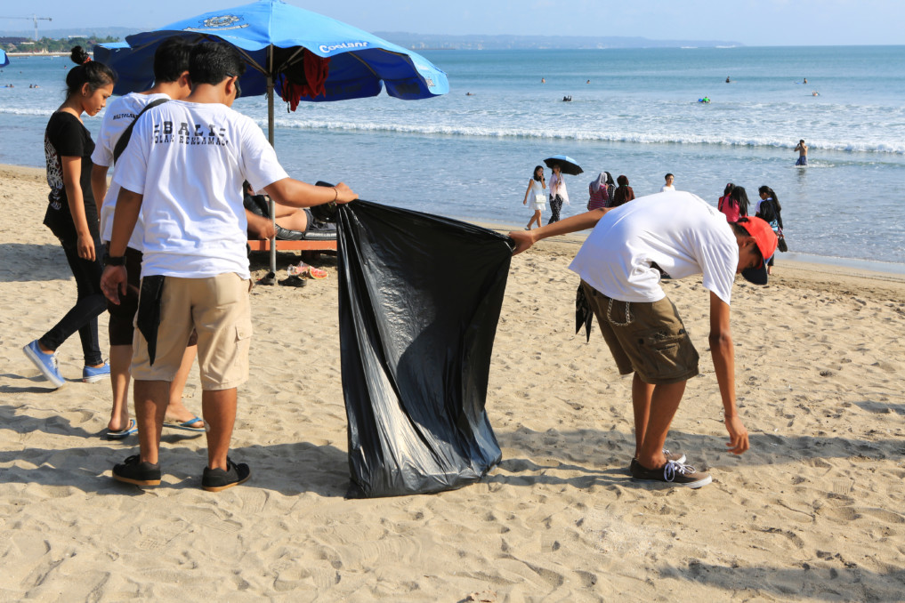 Beach Clean Up Bali