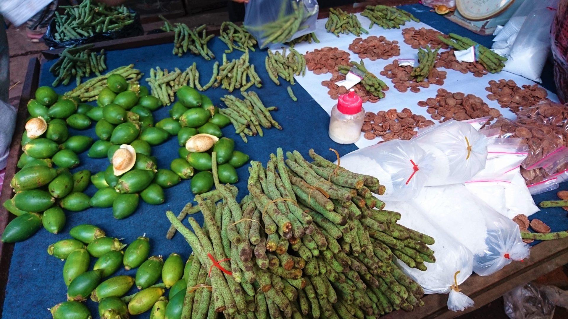 Betelnüsse, Betelfrüchte, Löschkalk, getrocknete Scheiben