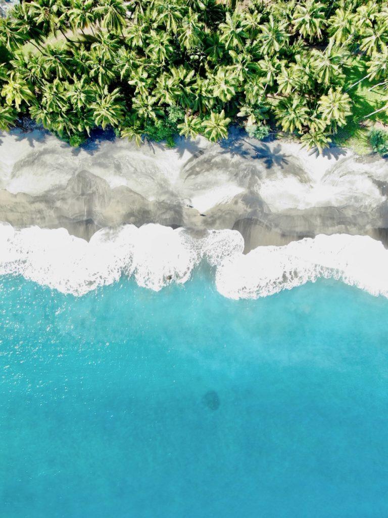 Black-Sand-Beach-Flores-Sehenswuerdigkeiten