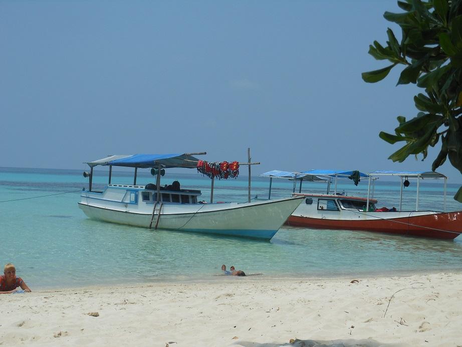 Karimunjawa-Strand-Schnorchelboot