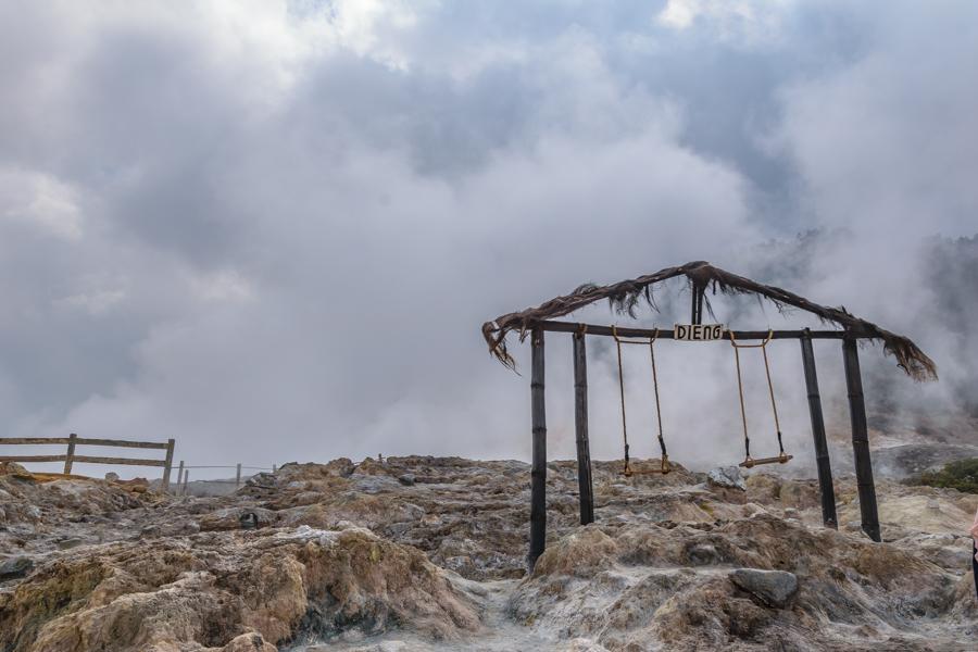 Dieng Plateau Krater mit Schaukel