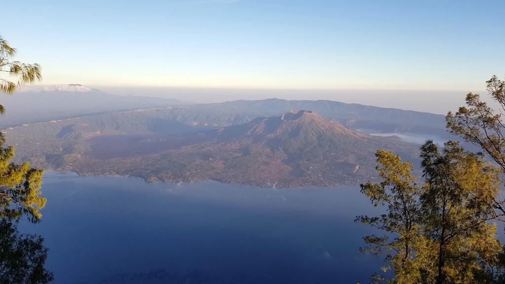 Gunung-Abang-Aussicht-auf-Batur-und-Kratersee