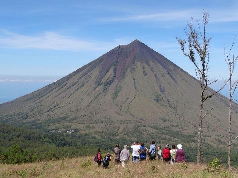Gunung Inerie in Flores Gertrud Noester