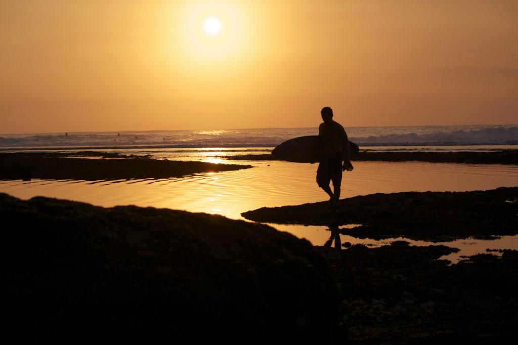 INDO von Sean Gilhooley nimmt dich mit zu den bezaubernsten Wellen Indonesiens. Foto: Barbara Nickl
