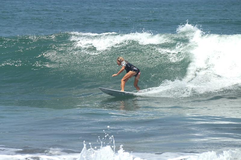 Emma surft