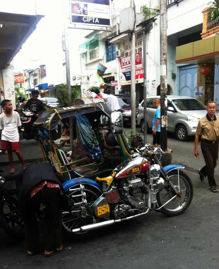 Siantar Becaks mit BSA Motorraedern