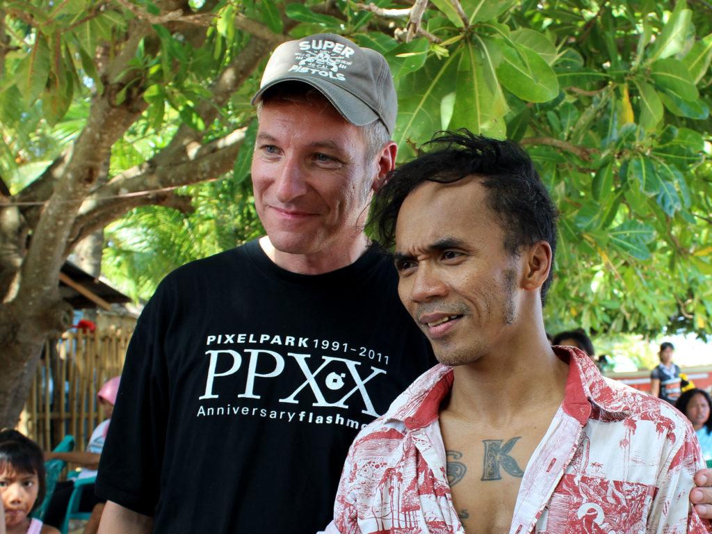 Eku mit dem indonesischen Sänger und Kampagnenunterstützer Kaka SLANK – Foto: Yuris Triawan