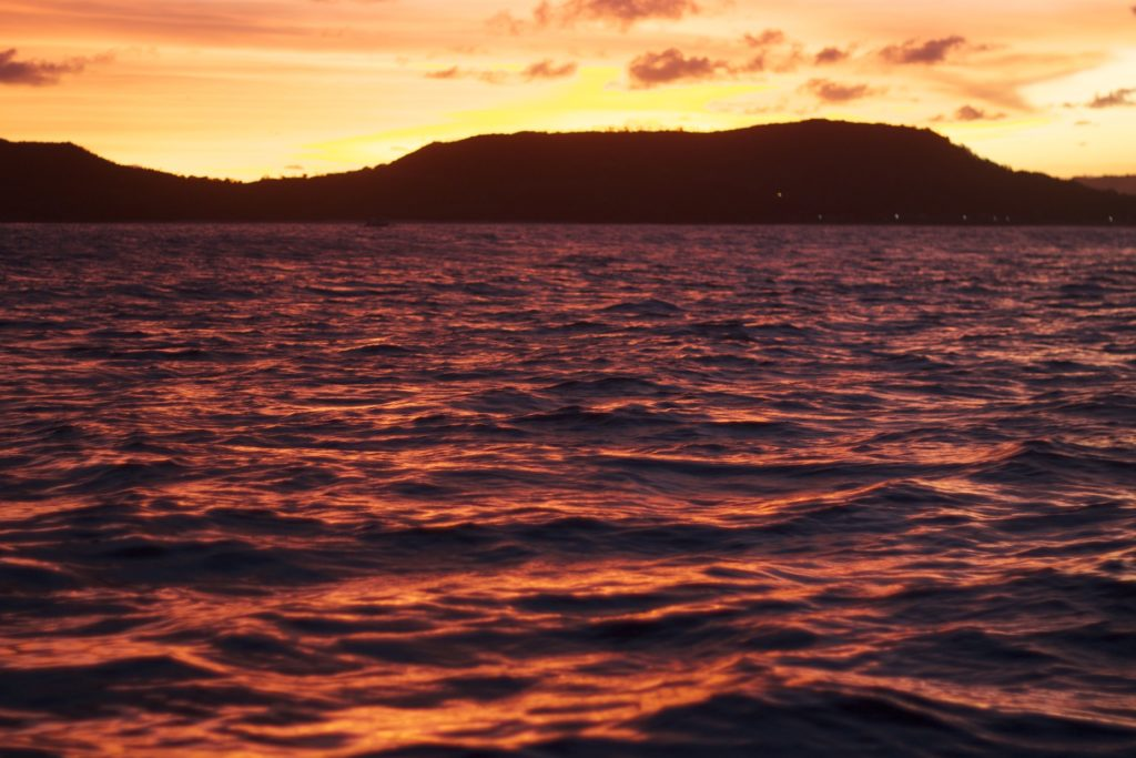 Auf dem Rückweg nach einem perfekten Sunset Surf auf Lombok.