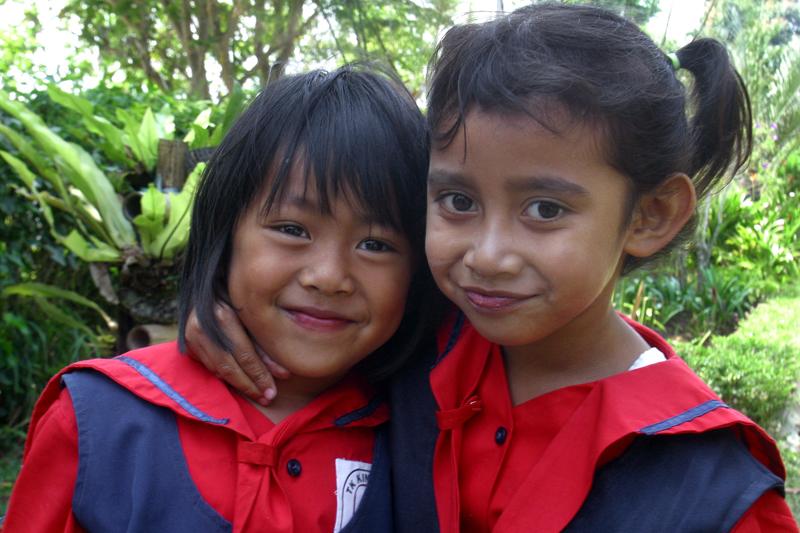 Sieben bis acht Mädchen und Jungen leben gemeinsam mit ihrer SOS-Mutter in einer SOS-Familie. Leibliche Geschwister bleiben im SOS-Kinderdorf zusammen. Foto: Benno Neeleman