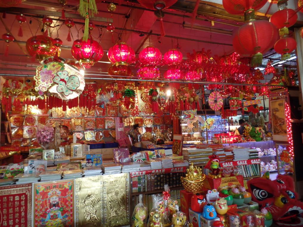 Du suchst chnesische Läden? dann ab in die Mall Gedung Chandra!