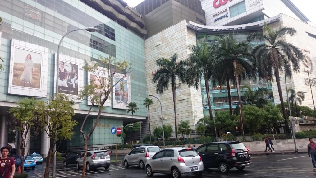 Eingeteilt in East und West Mall ist die Grand Indonesia Mall sehr beeindruckend..