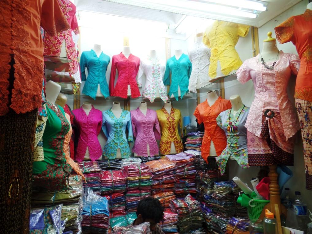 In Tanah Abang gibt es jedes Kleidungsstück in gefühlt allen Größen, Farben und Formen...