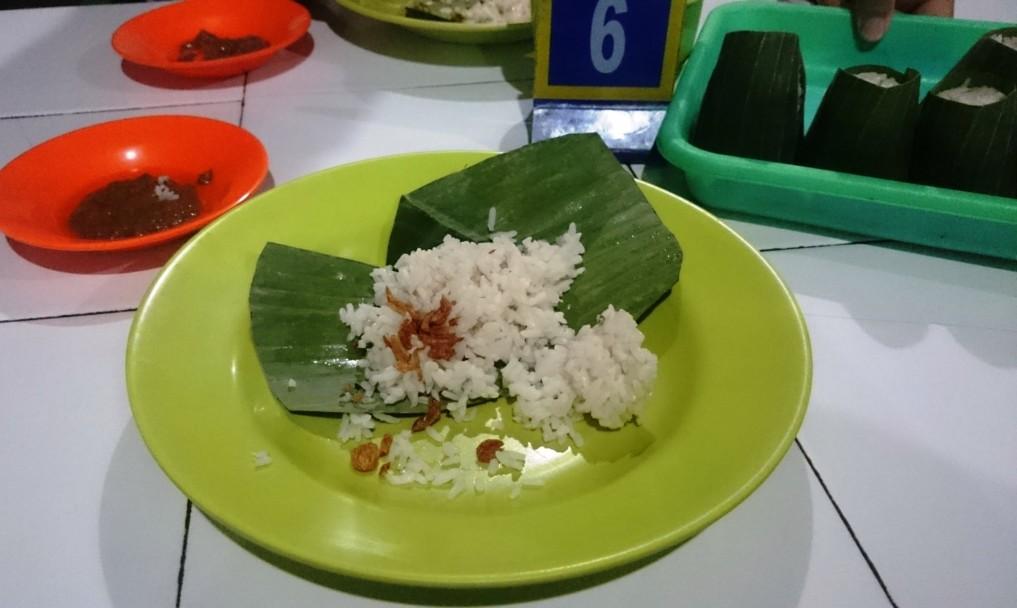Reis im bananenblatt - absolut lecker!
