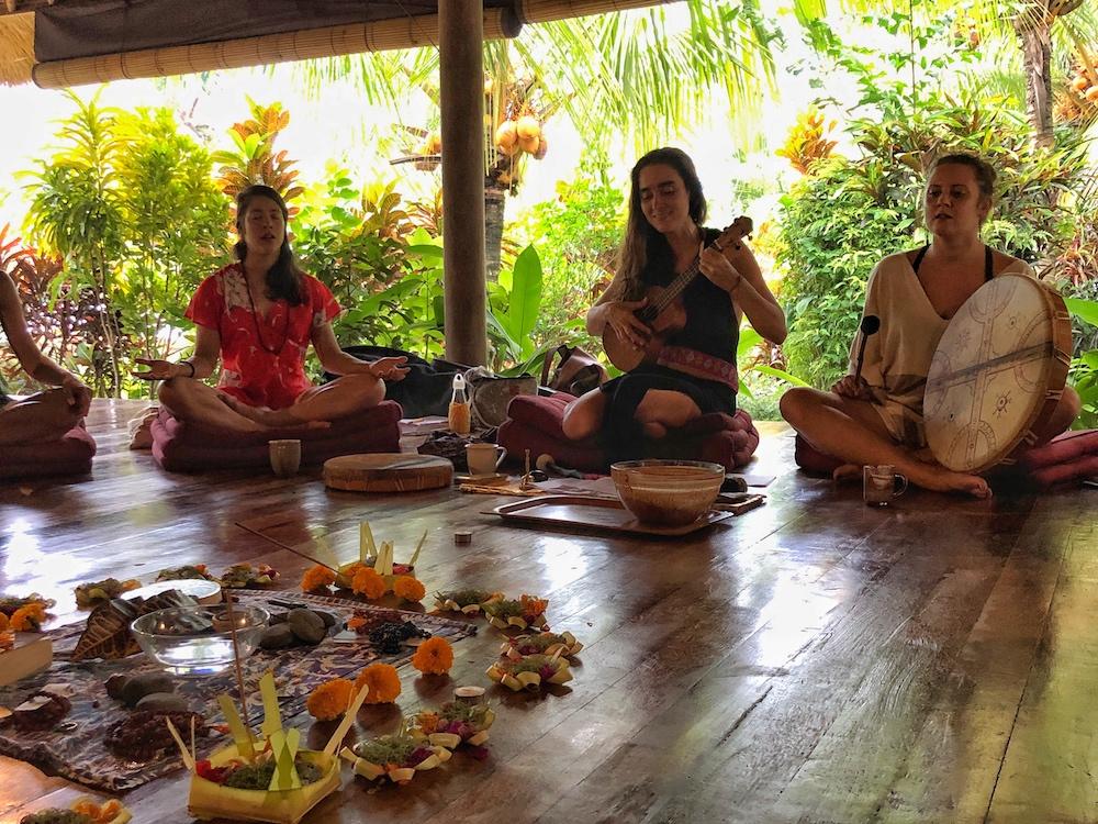 Kako Zeremonie Yogalehrerausbildung-Bali-Shakti-Academy-Bali