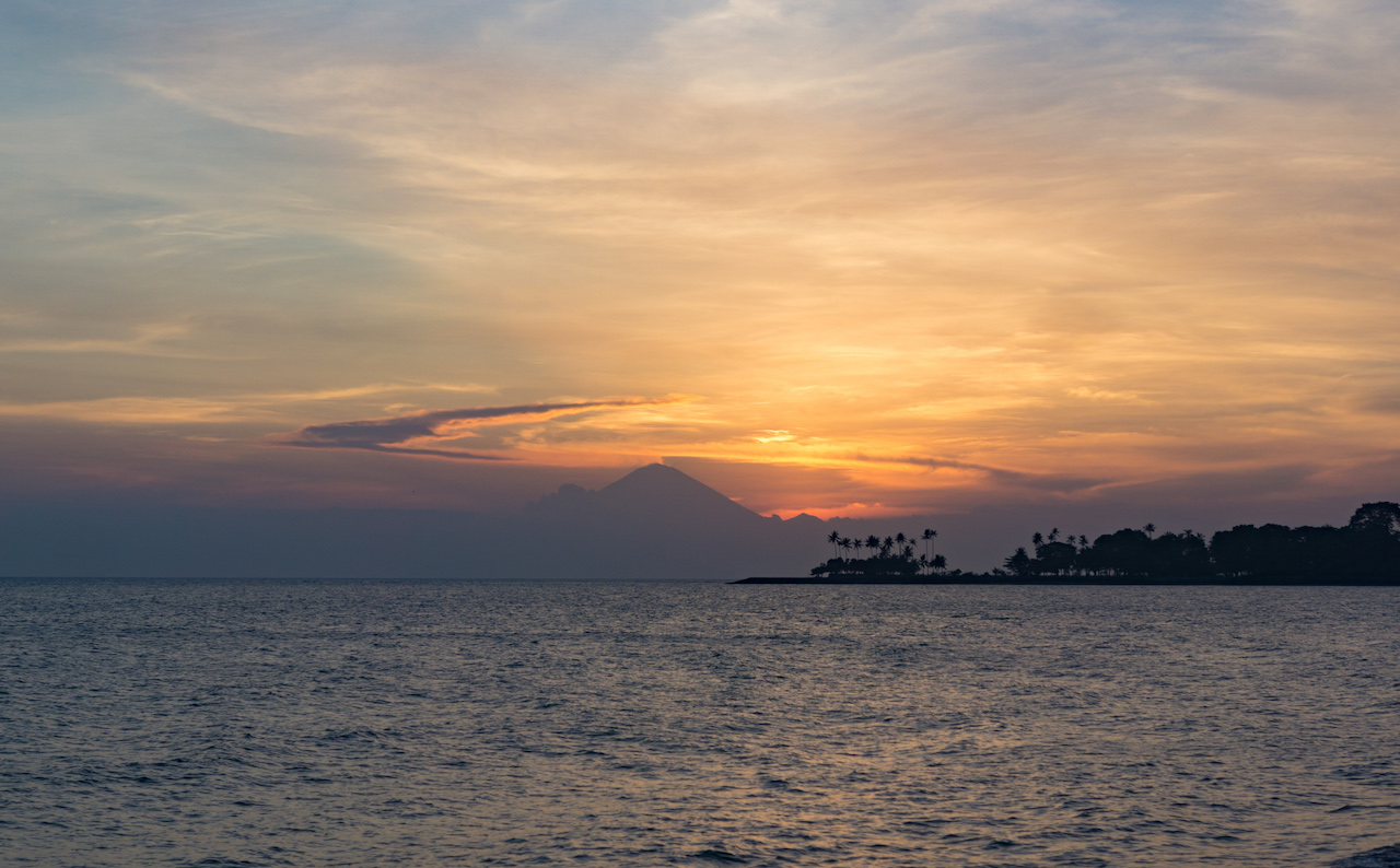 Lombok Blick auf Bali vom Senggigi Beach