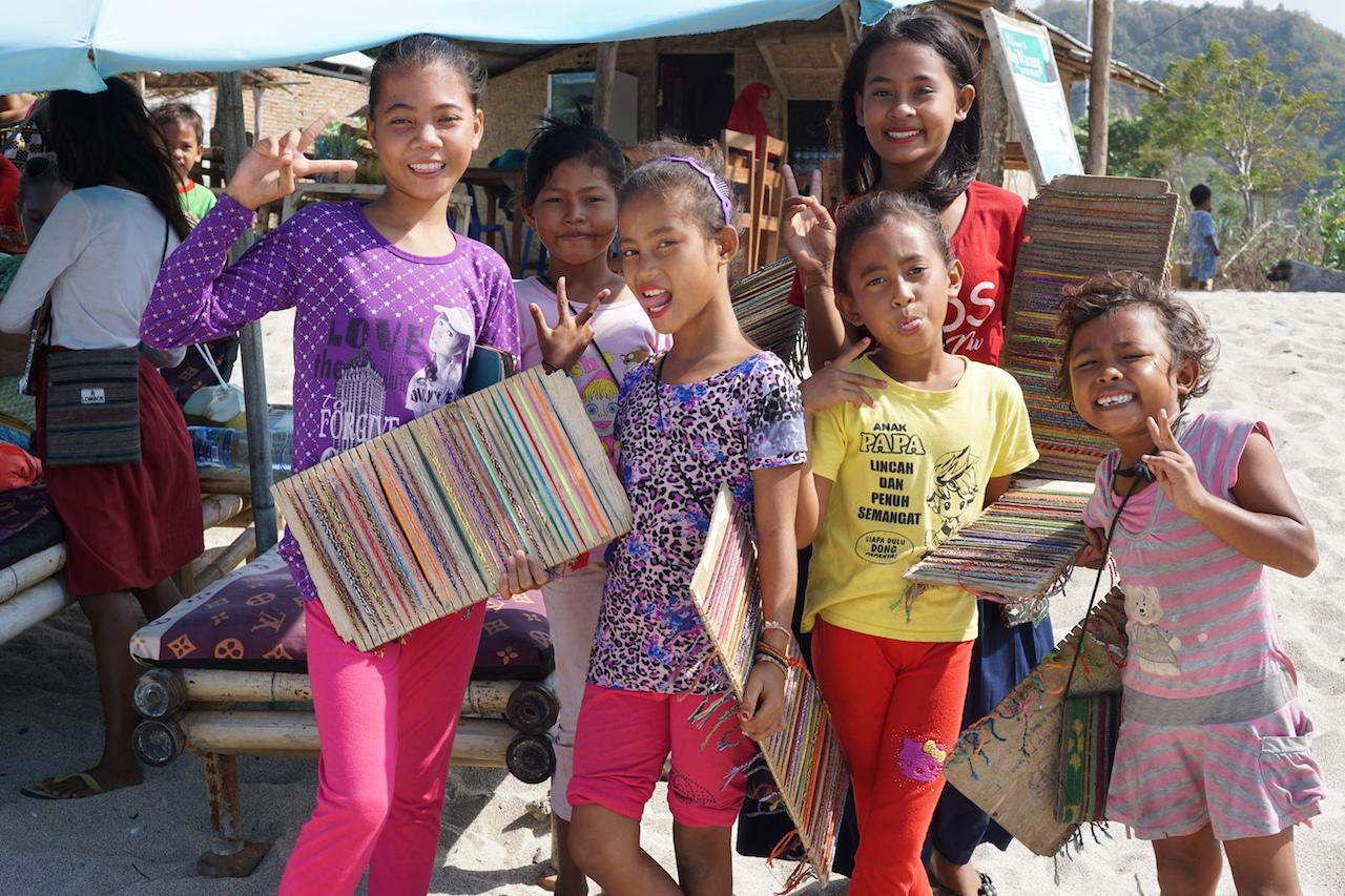 Lombok Kinder am Mawun Beach