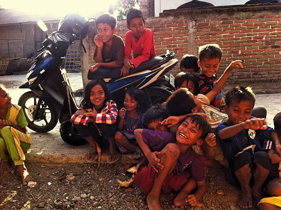 Marina Noren - Happy kids in einem Dorf in Lombok, anti-smartphone generation!