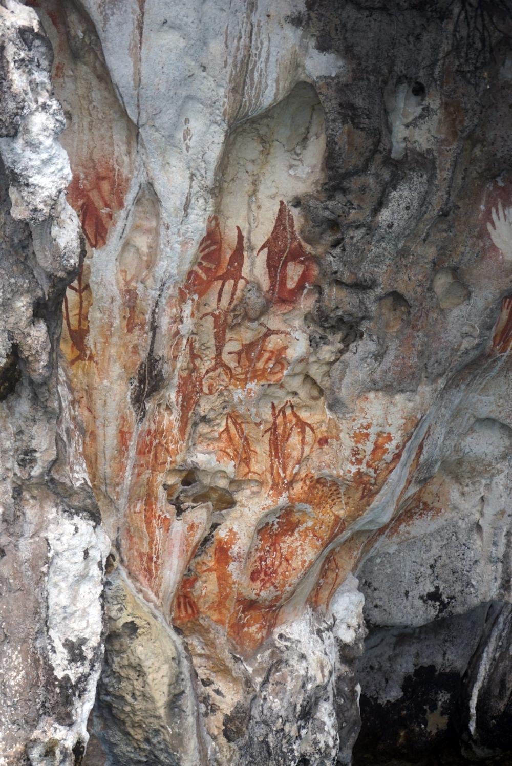 Misool_Die Felsmalereien bei Sunmalelen sind tausende von Jahren alt