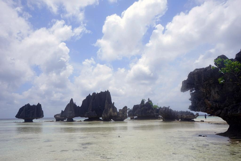 Misool_Die Sicht von Namlol auf die Felsen im Meer, ist spektakulär