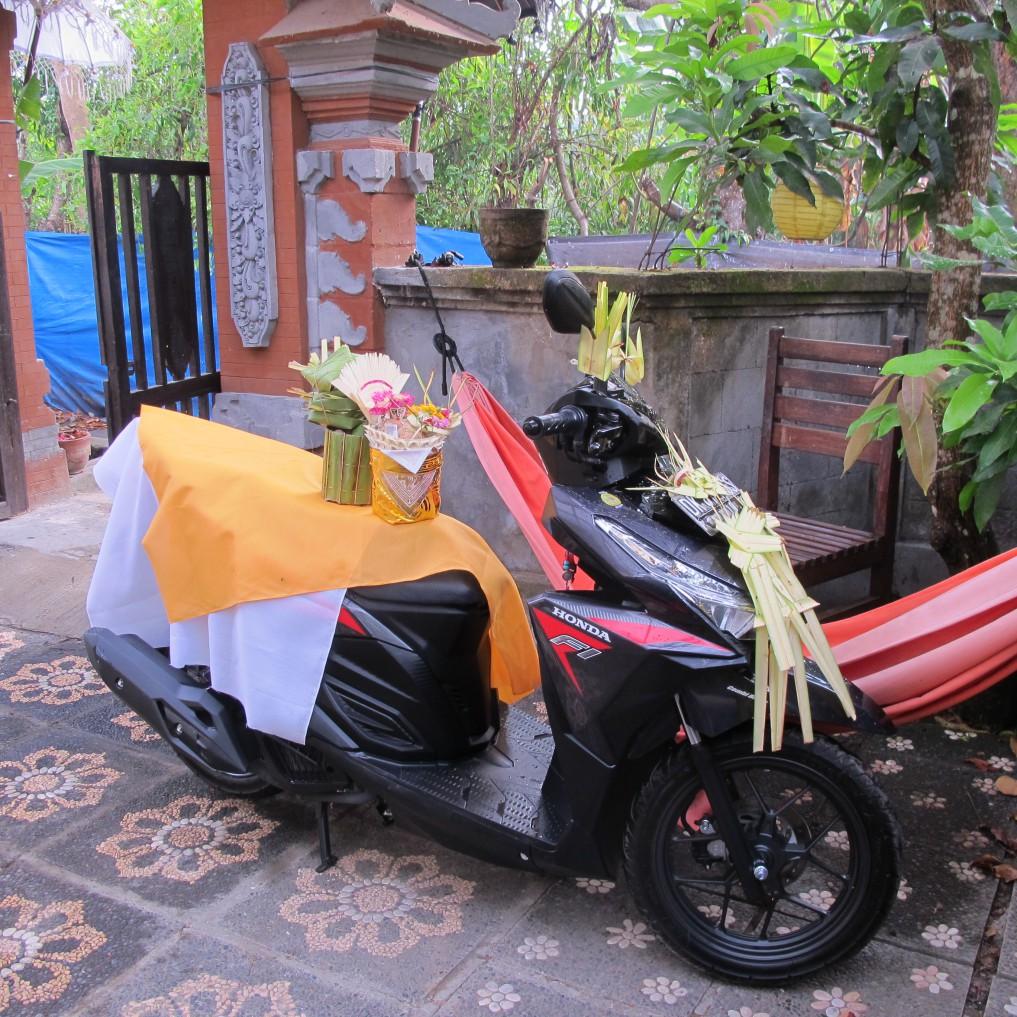 Motorrad-Zeremonie-Indonesien.JPG4