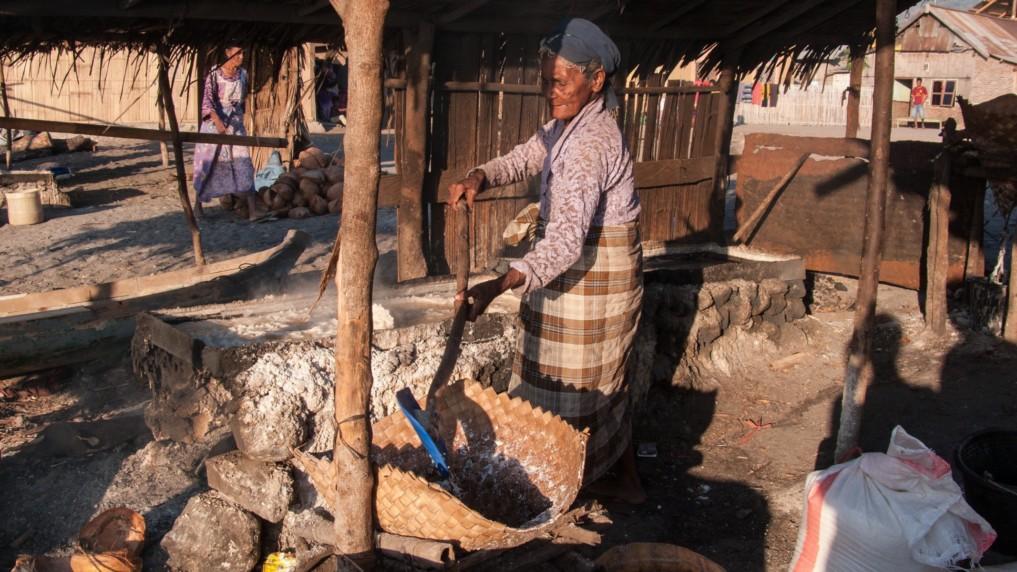 Nangahale salt making
