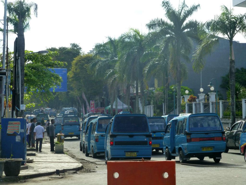 Trotz des Verkehrs ist Manado wunderschön. Foto. Theresa Unger.