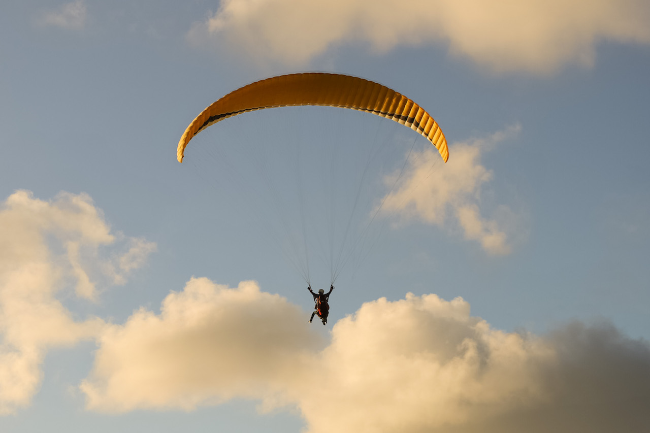 Paragliging