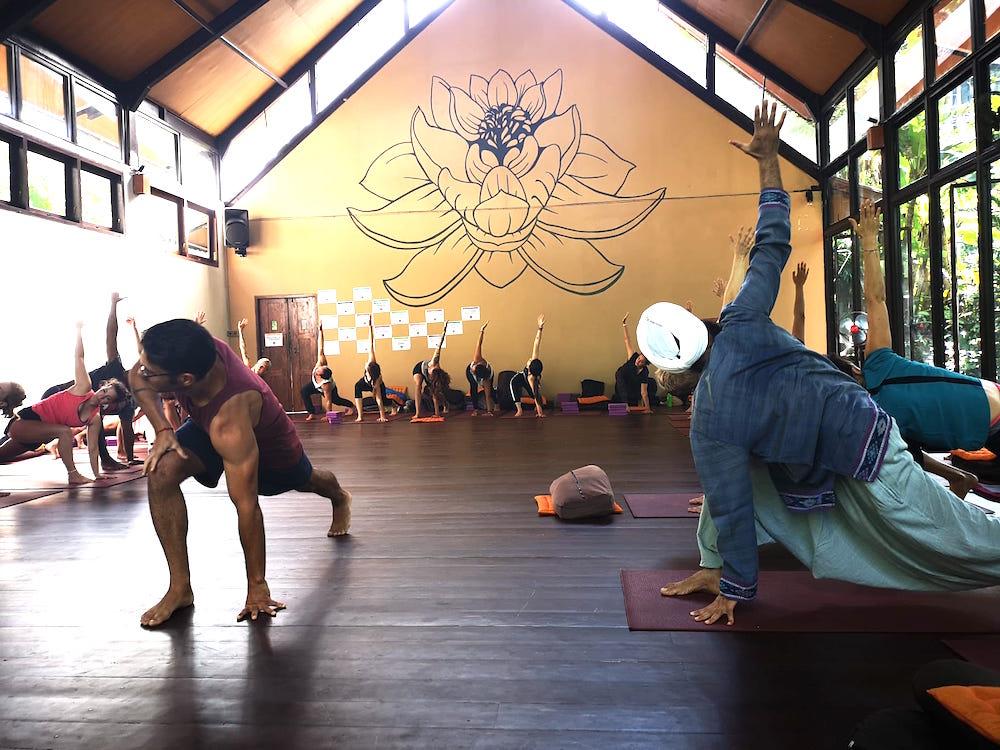 Jeden Morgen gibt es eine Runde Mindful Yoga.
