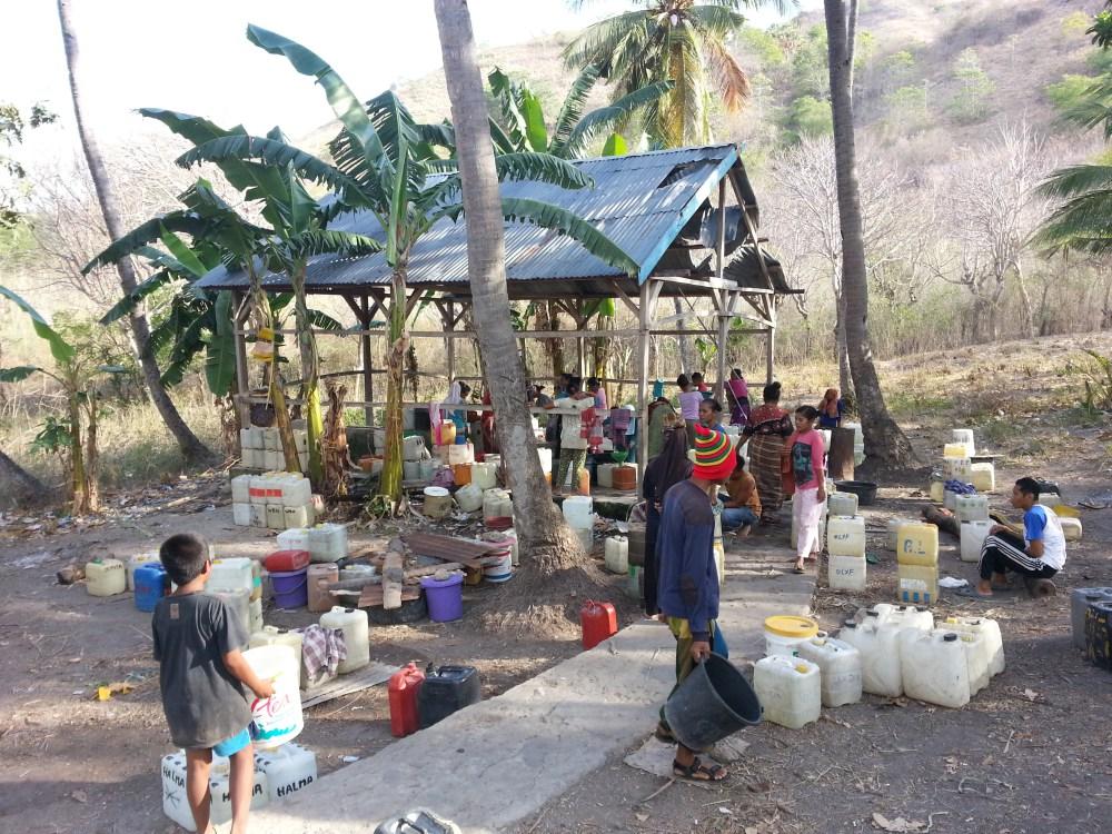 Quelle – zum Duschen, Wäsche waschen und Wasser holen