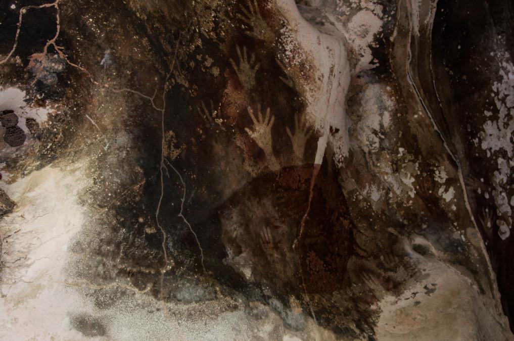 Steinmalereien in Höhlen