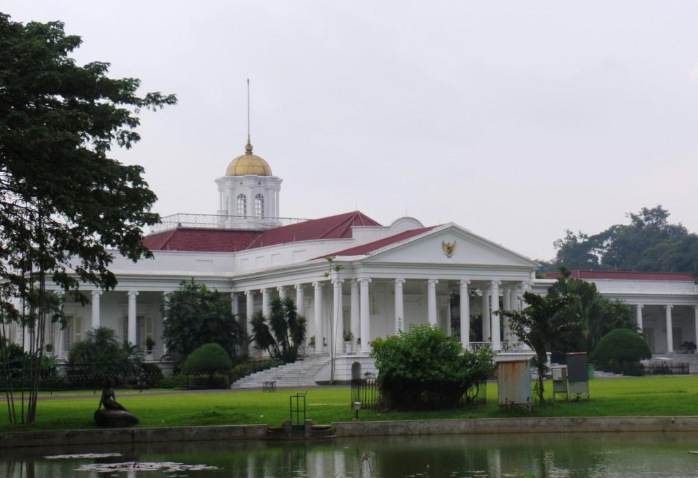 Der Präsidentenpalast am Rande des Gartens