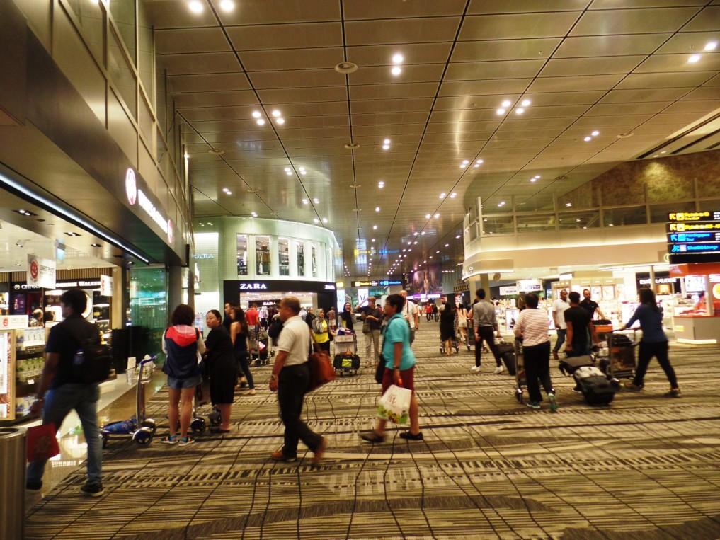 Der Singapurer Flughafen ist eine riesen Shopping-Mall