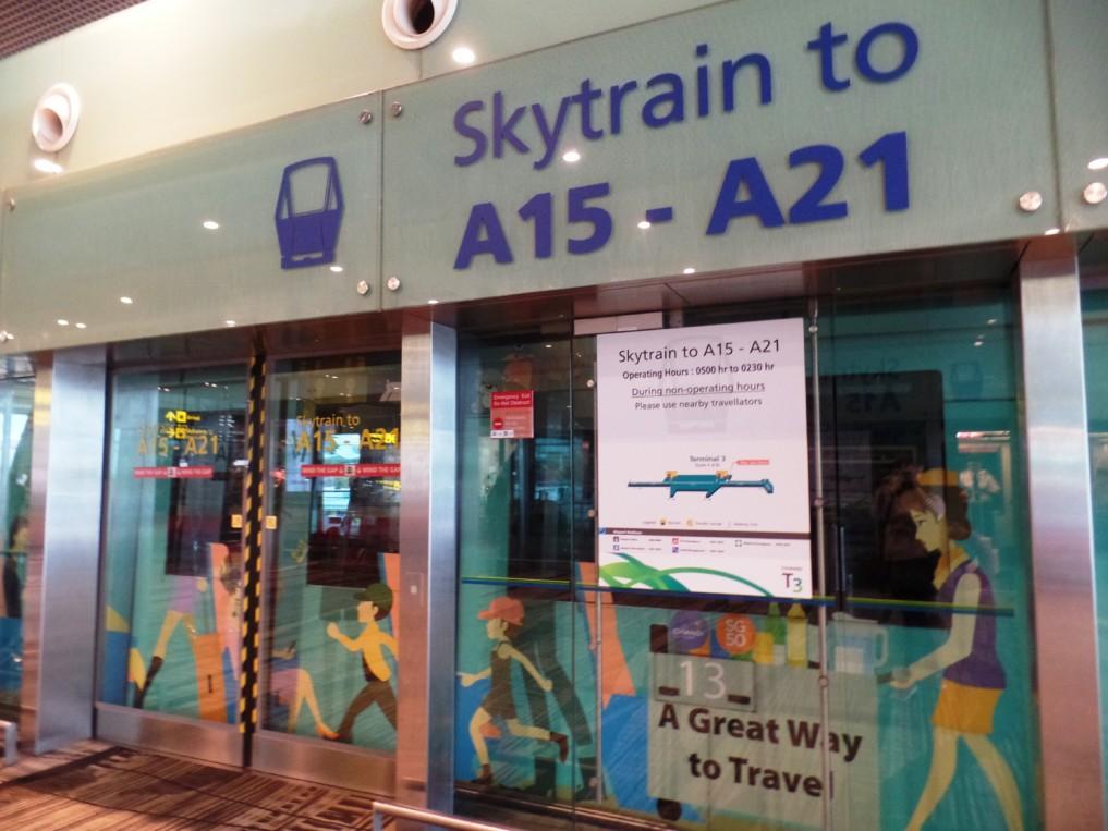 Lust auf eine Zugfahrt am Flughafen? Dann ab in den Skytrain!