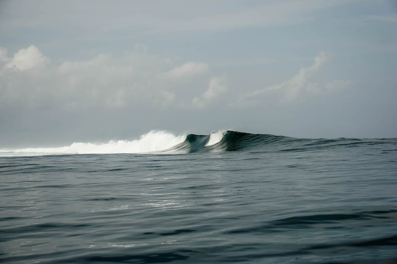 Sri Noa Noa Small Boat Surf No Crowds